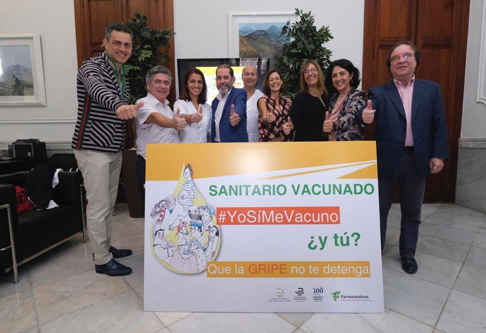 Grupo de sanitarios vacunados contra la gripe